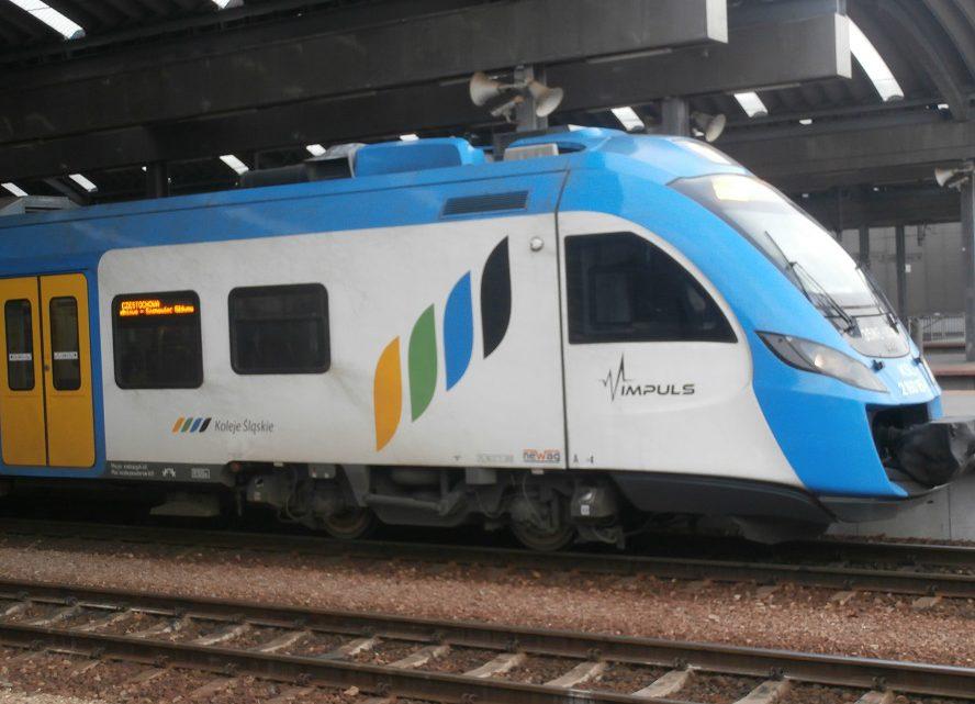 Niektóre pociągi Kolei Śląskich odwołane. Inne opóźnione. Wszystko przez zerwaną sieć trakcyjną w Katowicach.