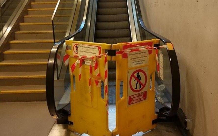 Pół miliona to mało. Dajcie jeszcze więcej, a jak nie, to nie wiadomo czy schody ruchome na dworcu PKP w Katowicach kiedykolwiek będą działać.