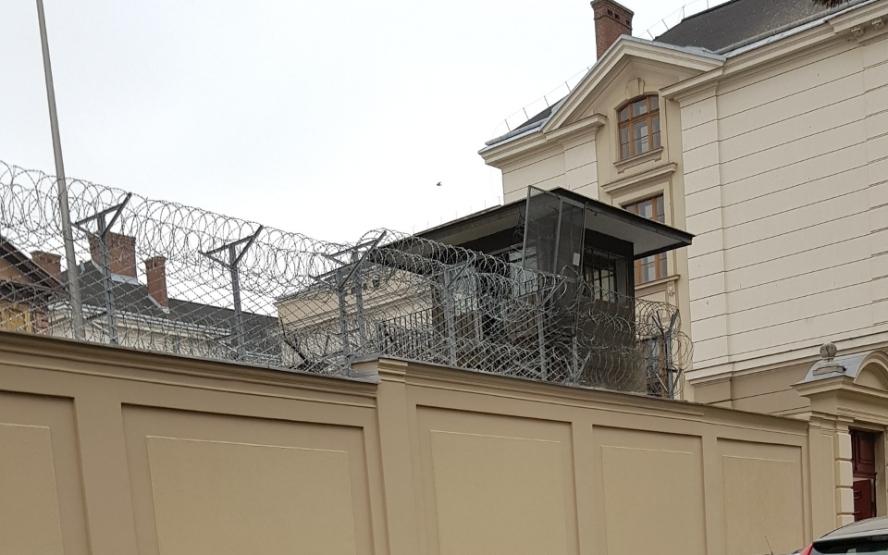 Remontował mieszkanie po północy. Trafił do aresztu a grożą mu trzy lata więzienia.