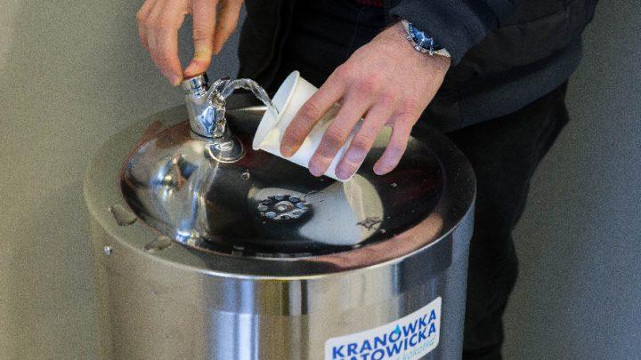 Ruszyła kampania społeczna promująca picie kranówki w Katowicach.