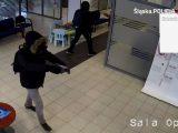Uzbrojeni w broń palną gangsterzy napadli na bank w Katowicach. W czasie napadu, oprócz pracowników banku byli tam również klienci.