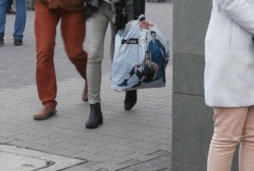 Fałszywy prokurator grasuje w Katowicach. Wyczyścił konto jednego z mieszkańców. Niestety na tym się nie skończyło.