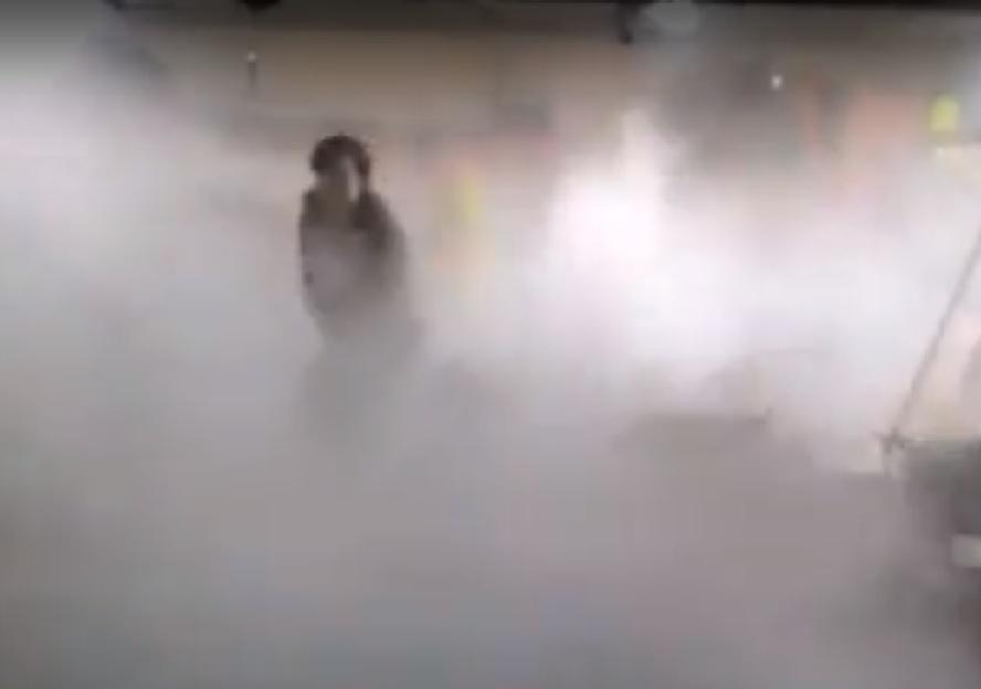 Policjant z Katowic uratował pasażerów płonącego autobusu komunikacji miejskiej. Kierowca pojazdu nie zauważył, że autobus się pali.