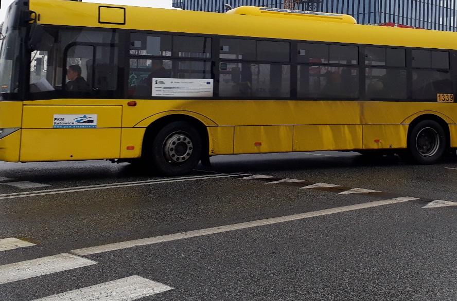 Autobusy i tramwaje w niektóre dni pojadą inaczej. Zmiany zaczną obowiązywać już wkrótce.