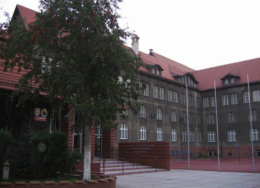 Nauczycielski strajk stracił pierwszy impet. Co jednak nie oznacza, że w katowickich liceach odbędą się kompletne egzaminy dojrzałości.