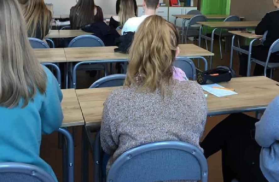 Kilkuset uczniów z rodzin wielodzietnych w Katowicach otrzyma sprzęt umożliwiający naukę.