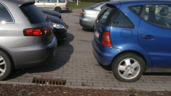 Drożej dla niekatowiczan. Mieszkańcy będą płacili mniej za parkowanie od tych, którzy wjeżdżają do Katowic z innych miast. Ale to nie tablica rejestracyjna zdecyduje. I nie tylko za parkowanie goście więcej zapłacą.