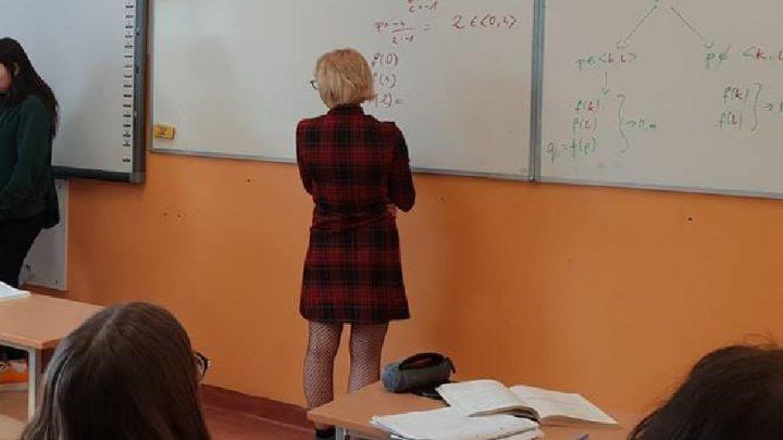 Z niektórych szkół w Katowicach trafiły do rodziców uczniów dramatyczne apele. Bo też i sytuacja jest dramatyczna.