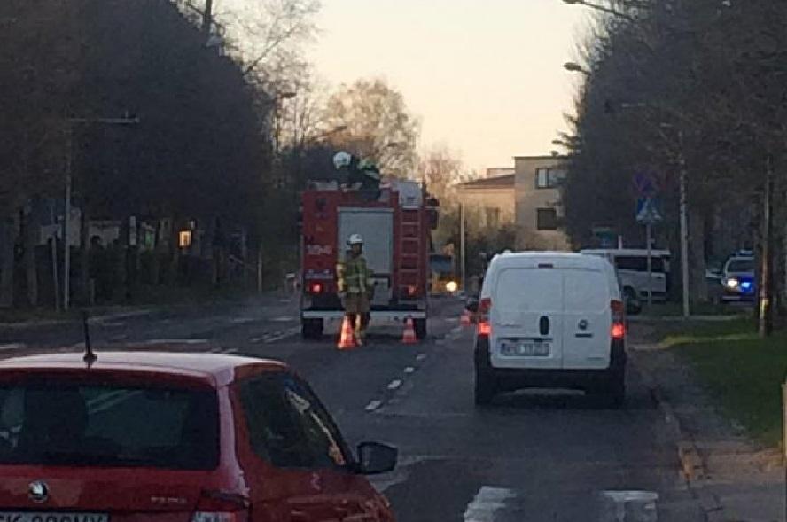 Poważny wypadek w śródmieściu Katowic. Ranna osoba trafiła do szpitala. Gdzie indziej dwa karambole i gigantyczne korki.