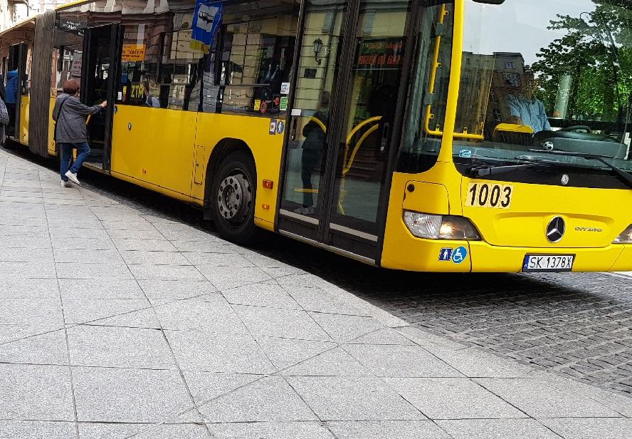 Drobne zmiany w funkcjonowaniu komunikacji publicznej 11 listopada w Katowicach i innych miejscowościach aglomeracji. Ogromne zmiany w funkcjonowaniu komunikacji publicznej w związku z remontami w Chorzowie.