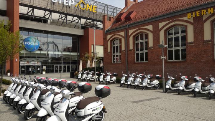 Wreszcie w Katowicach. Elektryczne skutery i hulajnogi na minuty. Nowością jest to, że można je pozostawiać w dowolnym miejscu.