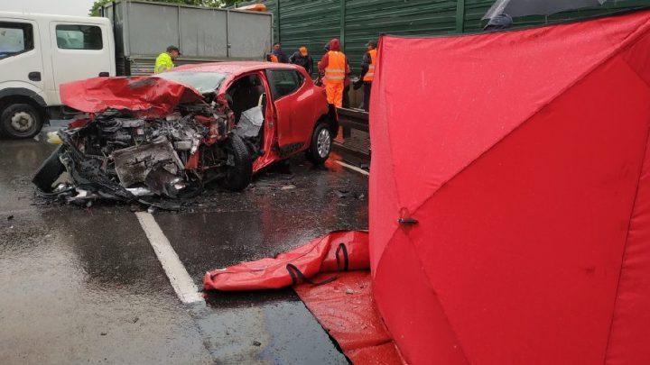 Ponad 200 incydentów na śląskich drogach, w tym 22 poważne wypadki, 25 rannych i niestety – dwie ofiary śmiertelne. I zatrzęsienie nietrzeźwych kierowców.