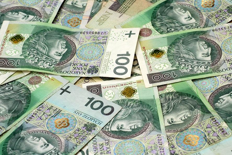 Wiemy w jakich okolicznościach doszło do bandyckiego napadu w centrum Katowic. Łupem złoczyńców padła ogromna suma pieniędzy. Podczas napadu zraniony został człowiek.