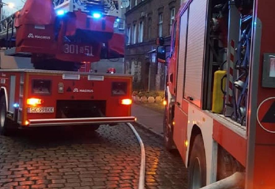Dramat tuż przed północą. Jedna osoba zginęła w pożarze, druga trafiła do szpitala.