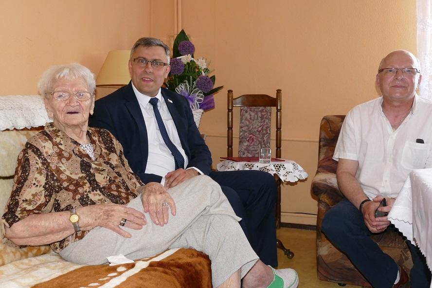 Dwustu lat w świetnej formie, dobrym nastroju i zdrowiu! Pani Tekla wczoraj świętowała swoje 113 urodziny. Jest najstarszą osobą w Polsce.