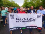 Beton zamiast drzew. Ponowna próba przepchnięcia budowy kontrowersyjnego osiedla w otulinie Parku Śląskiego. Mimo miażdżących ocen projekt idzie pod głosowanie.