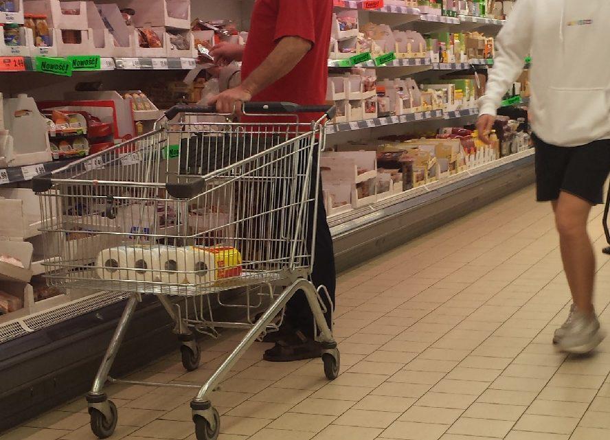 Trudna decyzja Auchan. Sieć ta zamyka dwa hipermarkety. Będą zwolnienia grupowe.