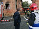 Siła wybuchu była tak ogromna, że wyleciały niemal wszystkie okna w budynku, a ogień zajął trzy kondygnacje. Na miejsce akcji ratowniczej przyjechał wojewoda.