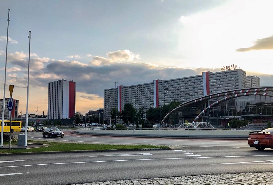 Dzisiejsza defilada i związane z nią zmiany w Katowicach oraz towarzyszące jej wydarzenia. Zebraliśmy tu wszystkie informacje.