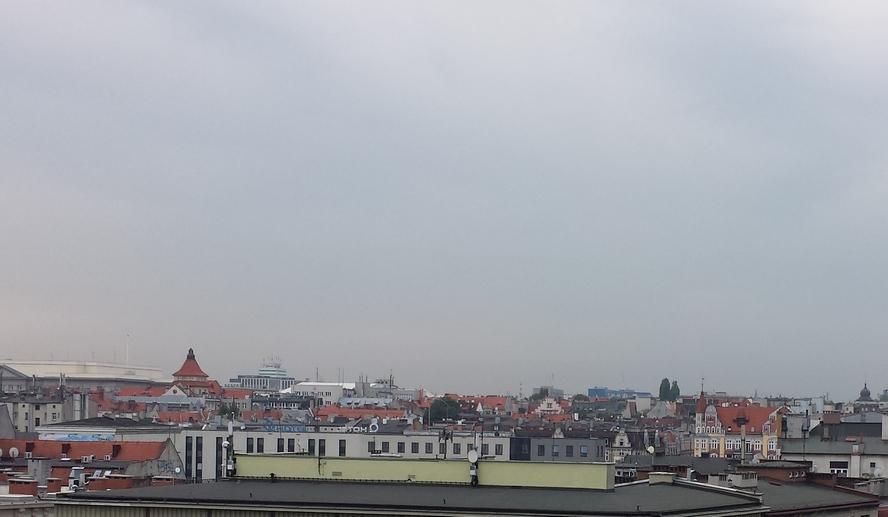 Łomot, jakiego Katowice nie słyszały, niósł się do piątej rano. Dzwoniły szyby w oknach, drżały budynki, wibrowały barierki na balkonach, a w niektórych mieszkaniach trzęsły się podłogi. Spać nie mogły tysiące ludzi, a to dopiero początek.