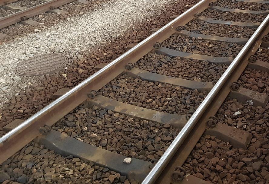 Dlaczego znalazła się na torach, na drodze przejeżdżającego pociągu? To ma wyjaśnić śledztwo.