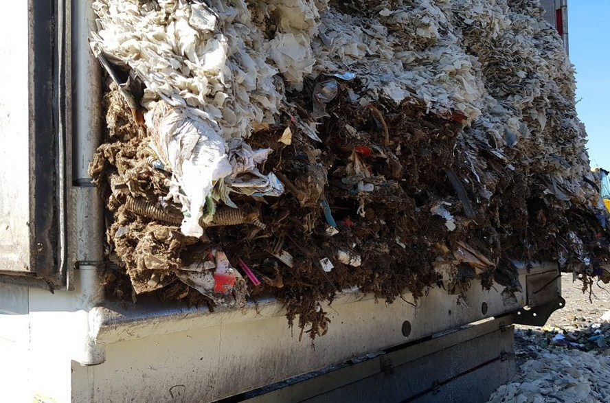 Zalewają nas śmieci z Niemiec. Te były ukryte pod innym – legalnym – ładunkiem.