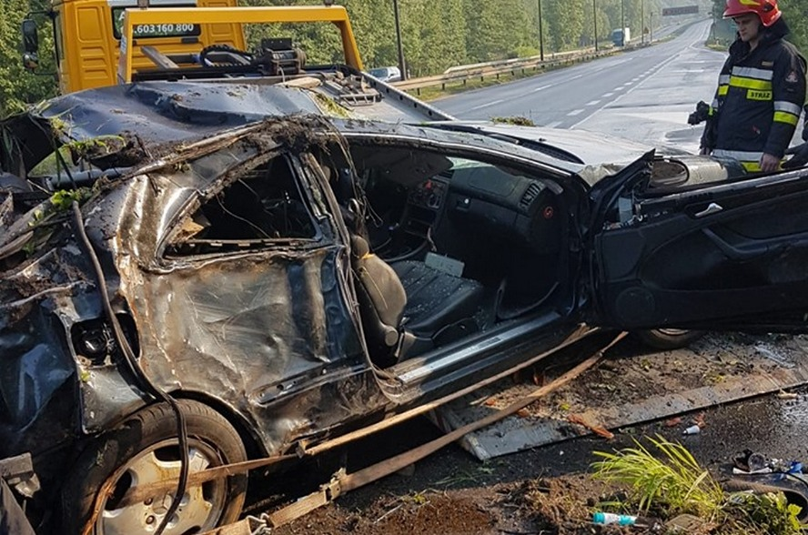 Groźny wypadek i dwie godziny utrudnień. Ważna droga, przebiegająca przez Katowice, dopiero niedawno została odblokowana.