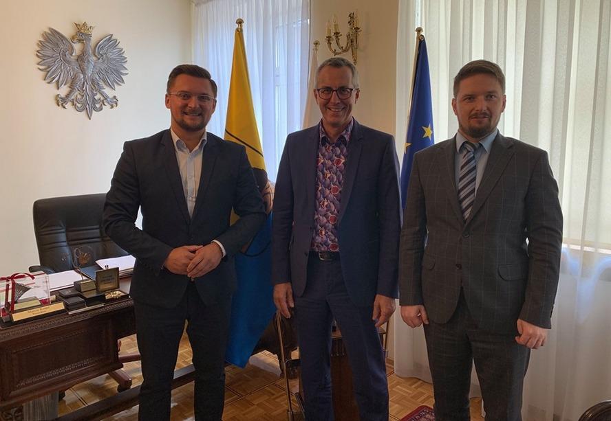 Burmistrz Kolonii gościł w Katowicach. Zagrożono mu śmiercią. Prezydent Katowic reaguje.