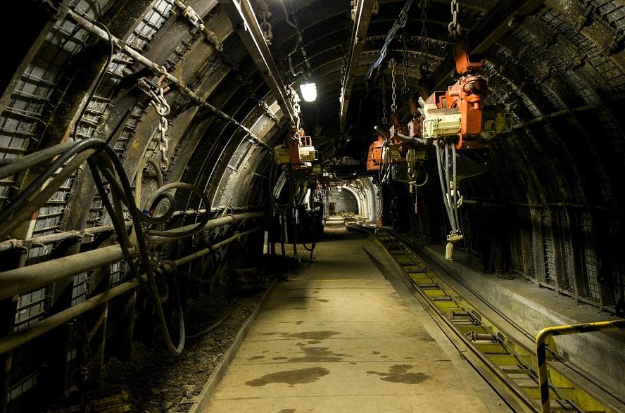 Górnicy znaleźli się w niebezpieczeństwie. W kopalni wybuchł pożar.