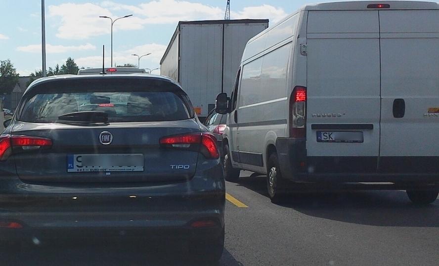 Czyżby wróciła normalność? Ogromne korki i główna droga w Katowicach zablokowana.