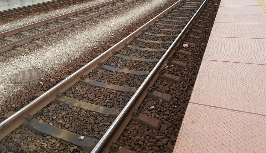 Wykolejony pociąg zablokował jeden ze szlaków kolejowych wychodzących z Katowic.