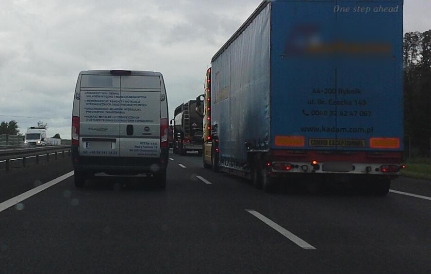 Czy drogowcy powinni za to zapłacić pokaźne odszkodowanie? Zator gigant bez wyraźnego powodu.