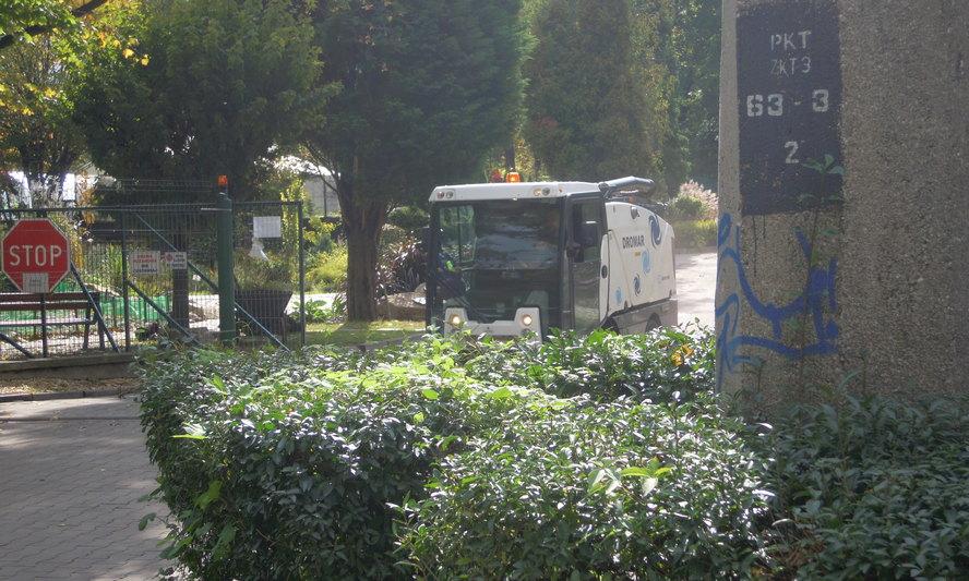 Nowe nielegalne składowisko niebezpiecznych odpadów w Bytomiu! Co bulwersuje – powstało przy współudziale służb miejskich. Co szokuje – niebezpieczne odpady trafiają do zabytkowego parku miejskiego, będącego chlubą bytomian.