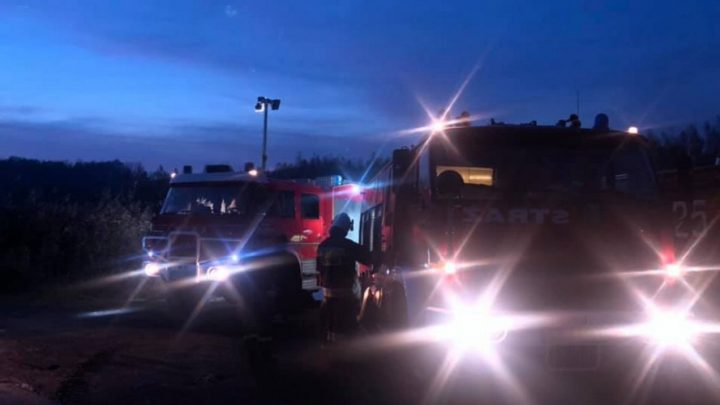 Ciężarówka jadąca autostradą nagle zaczęła płonąć. Droga w kierunku Katowic była całkowicie zablokowana.
