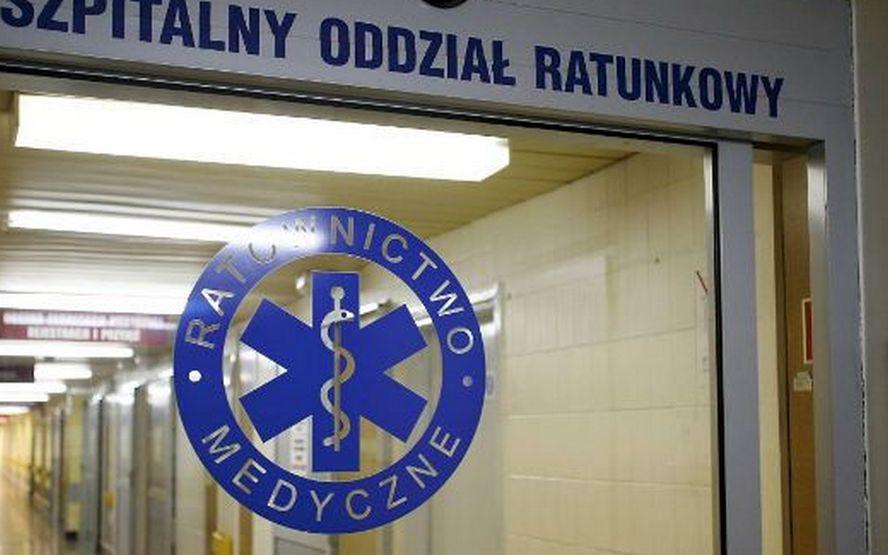 Groźny wypadek w Katowicach. Dwa auta spadły z wiaduktu.