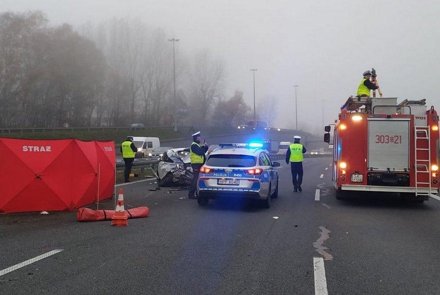 Policja upubliczniła zdjęcia samochodu, w którym dziś zginął człowiek w Katowicach. W tekście prezentujemy całość udostępnionej dokumentacji fotograficznej wypadku. Ku przestrodze.