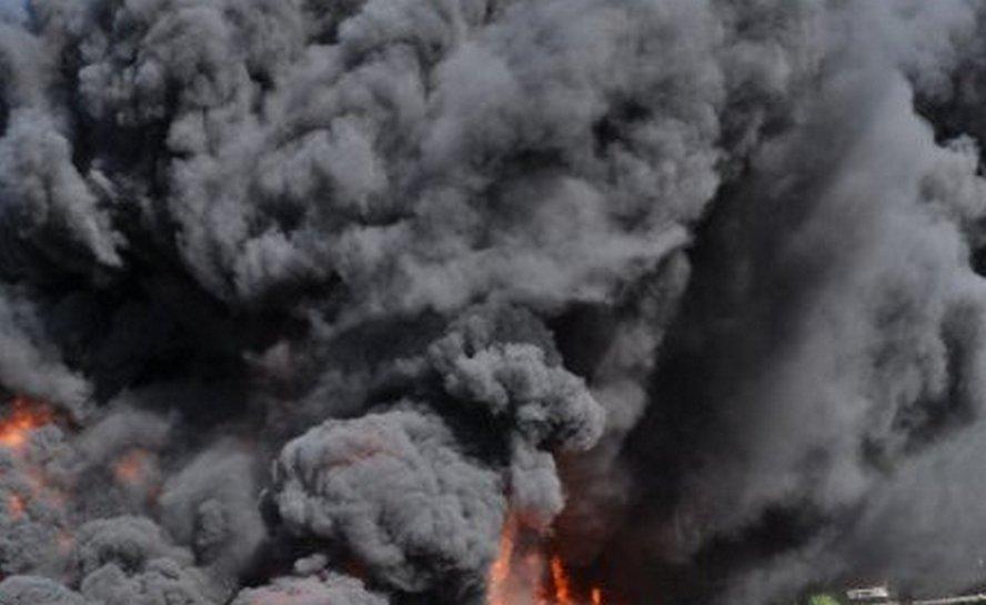 Strażacy docenili odwagę i poświęcenie policjantów z Katowic, którzy bez wahania skoczyli w dym i płomienie, by ratować ludzi.