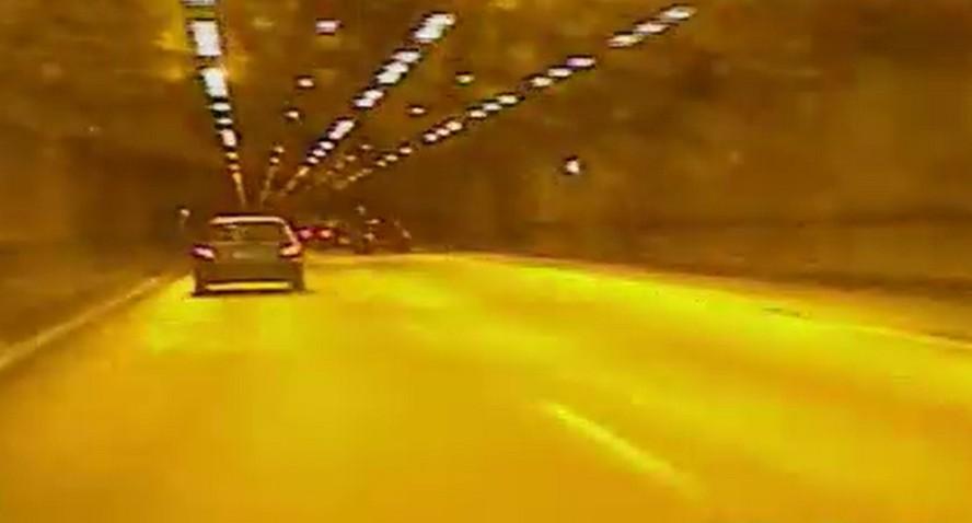 Za prędkość, jaką rozwinął w tunelu Katowickim, kierowca-pirat stracił prawo jazdy. Musi też zapłacić mandat wynoszący pół tysiąca zł.