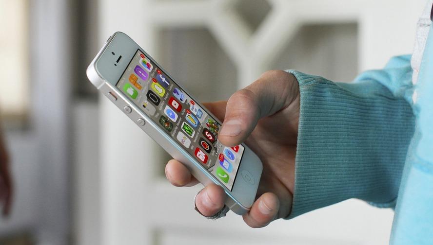 Na telefony komórkowe rozesłano SMS z Alertem RCB o zagrożeniu koronawirusem. Władze Katowic zamieszczają dwa komunikaty Głównego Inspektoratu Sanitarnego dla podróżujących.