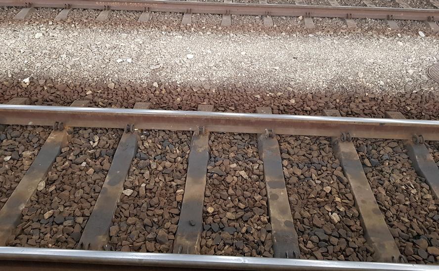 Tragiczny wypadek w Katowicach. Mężczyzna nie umknął przed pociągiem.