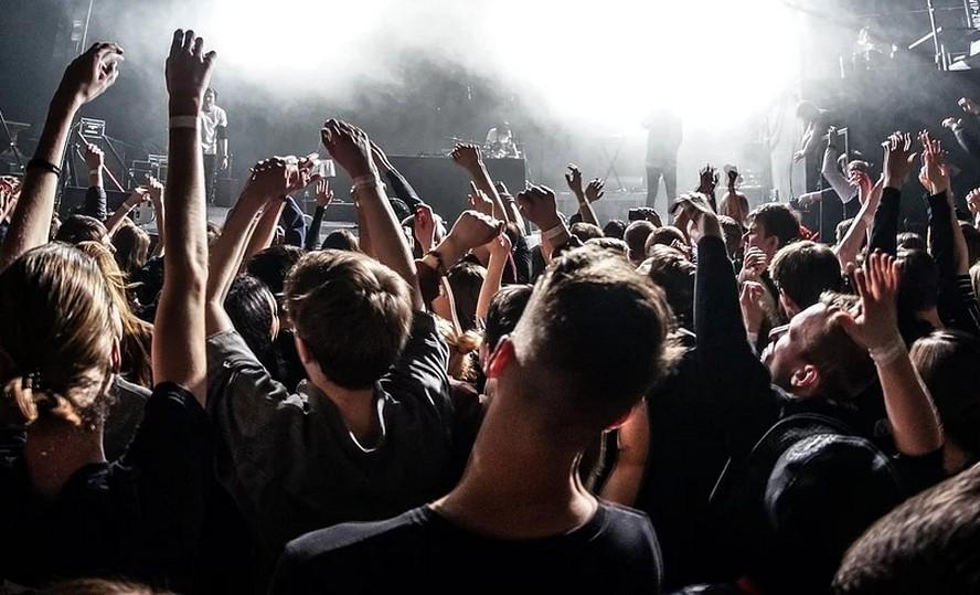 """Katowicki klub muzyczny Energy 2000 przesłał nam swoje stanowisko: """"kierujemy się nie tylko kwestią zarobku ale także bezpieczeństwem naszych klientów""""."""