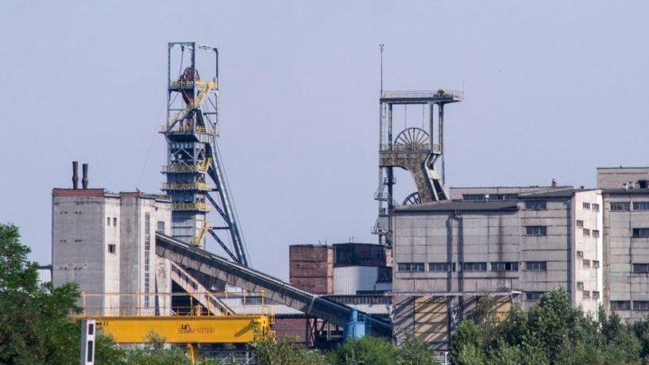 """Byłaby to bardzo kontrowersyjna decyzja. Wiceminister aktywów państwowych: """"Rozważamy skoszarowanie górników. Nawet na trzy tygodnie""""."""