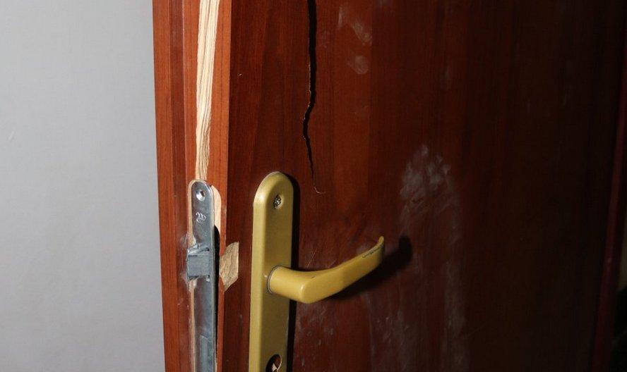 Krzyki katowanej kobiety słychać było na podwórzu. By ją uratować, trzeba było wyważyć drzwi.