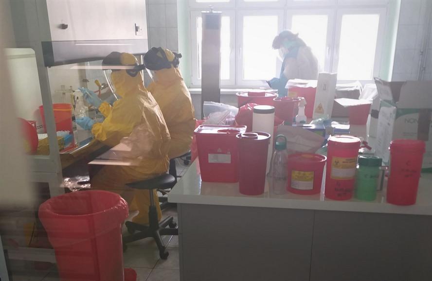 Kolejne ofiary śmiertelne koronawirusa w naszym województwie. W Katowicach i innych miastach stwierdzono nowe zakażenia wśród wielu młodych osób.