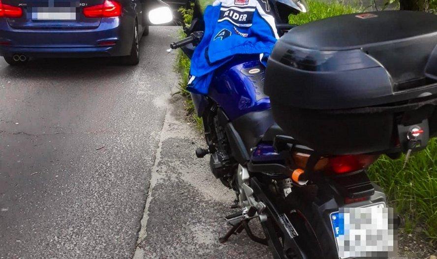 Wypił. Wsiadł na motocykl bez badań technicznych. W terenie zabudowanym rozpędził się do ponad 100 km/h.