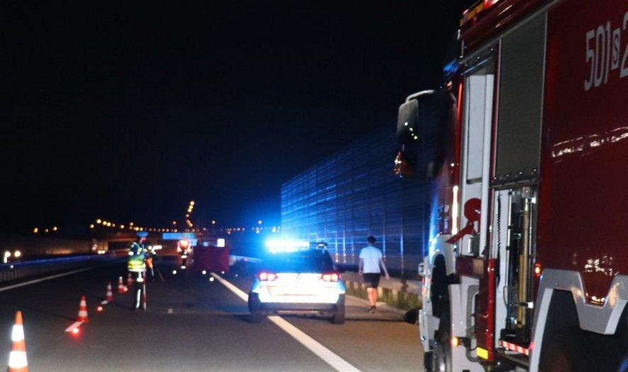 Motocyklista od tyłu staranował ciężarówkę i zginął na miejscu. Policja poszukuje świadków tego tragicznego wypadku.