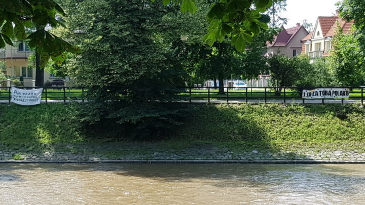 Kilka dni temu czeskie władze ogłosiły, że mieszkańcy województwa śląskiego znów mogą wjeżdżać do Czech. Pojechaliśmy sprawdzić czy kontrola graniczna jest dokuczliwa. Podczas wizyty na granicy wykonaliśmy dużo zdjęć (w tekście).