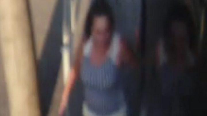 Agresywna kobieta nadal poszukiwana. Zaatakowała uczennicę.