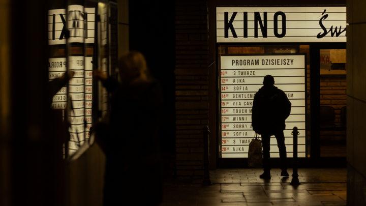 Branża kinowa walczy o przetrwanie. Silesia Film podejmuje działania, mające utrzymać kontakt kinomanów z kinem. A więc, do kina. Na film i znacznie więcej.