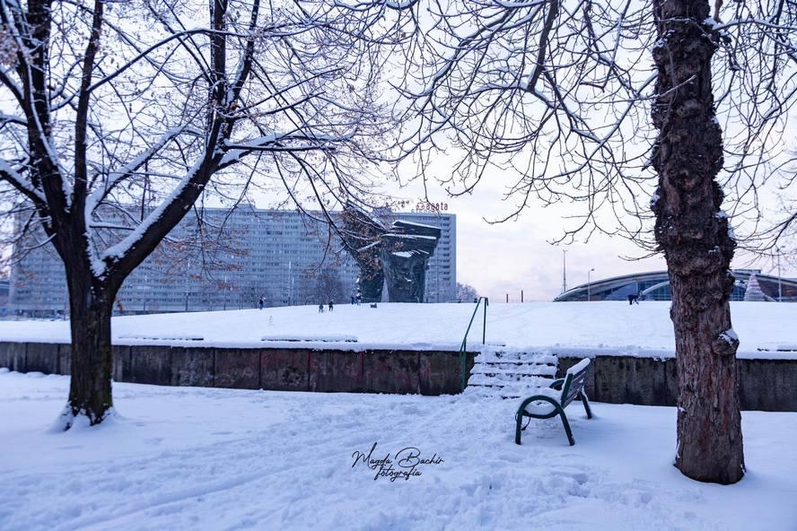 Zima jest piękna lecz także niebezpieczna. Biała szata okryła Katowice. Zdjęcia, zdjęcia, zdjęcia.